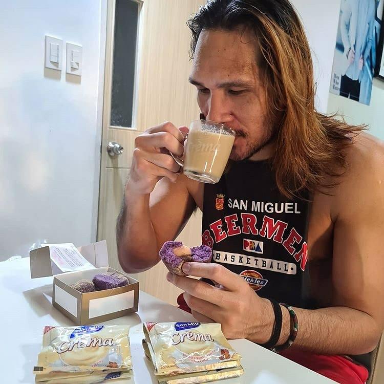Si June Mar Fajardo, nag-level up na sa kanyang white coffee! Kaya mag-level up ka na rin!   Try the NEW San Mig Crèma White Coffee! Crèmasarap na level up! Check out June Mar's level up post! LINK: