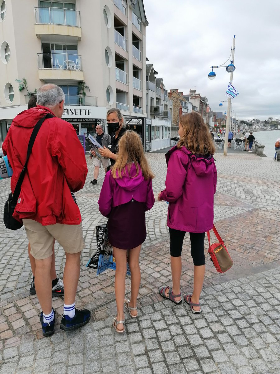 Les #agriculteurs bretons sont sur les lieux de vacances pour parler de leur métier aux touristes. Bravo @agriculteursBzh pour la démarche.