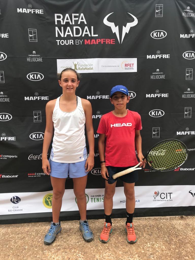 Dos dels nostres jugadors de #tennis han disputat aquesta setmana el Torneig del #RafaNadalTour de Madrid.  La Carlota Vilà va perdre a primera ronda, i en Jaume Casas es va quedar a les portes dels quarts de final. Seguiu així Carlota i Jaume! 😉🙌🏻🎾 #escola #CTVic https://t.co/TiWaPMRlQU