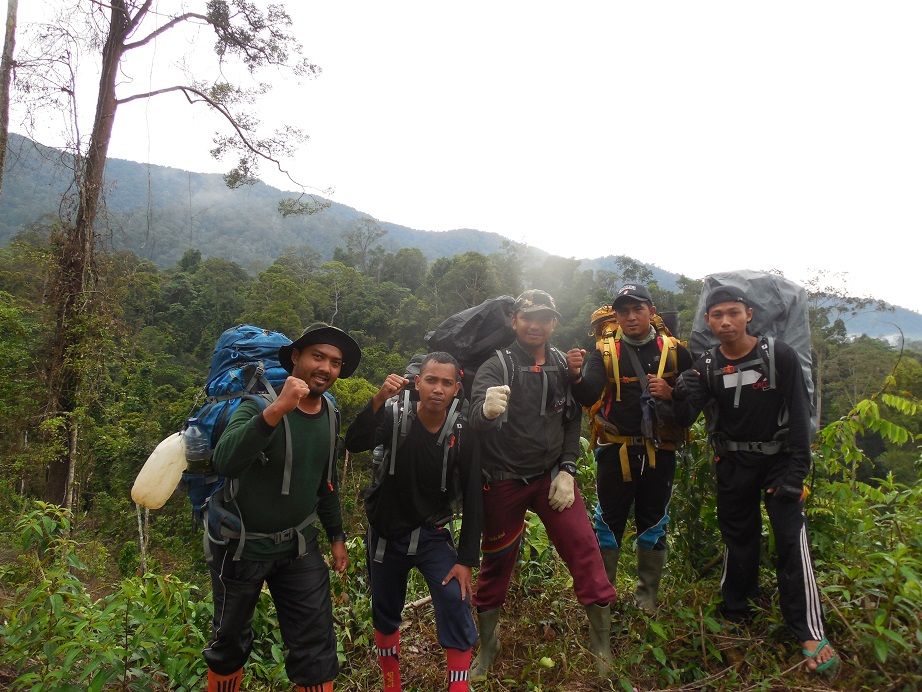 Celebrate #WildlifeRangers this July! FKL is a grass-roots NGO protecting the #LeuserEcosystem through patrols, research, monitoring, forest restoration, and law enforcement. Help us keep #BootsontheGround and #rangers in the forest https://t.co/vpFLLEZKid #ITP #LoveLeuser https://t.co/RU3UmwqMjG