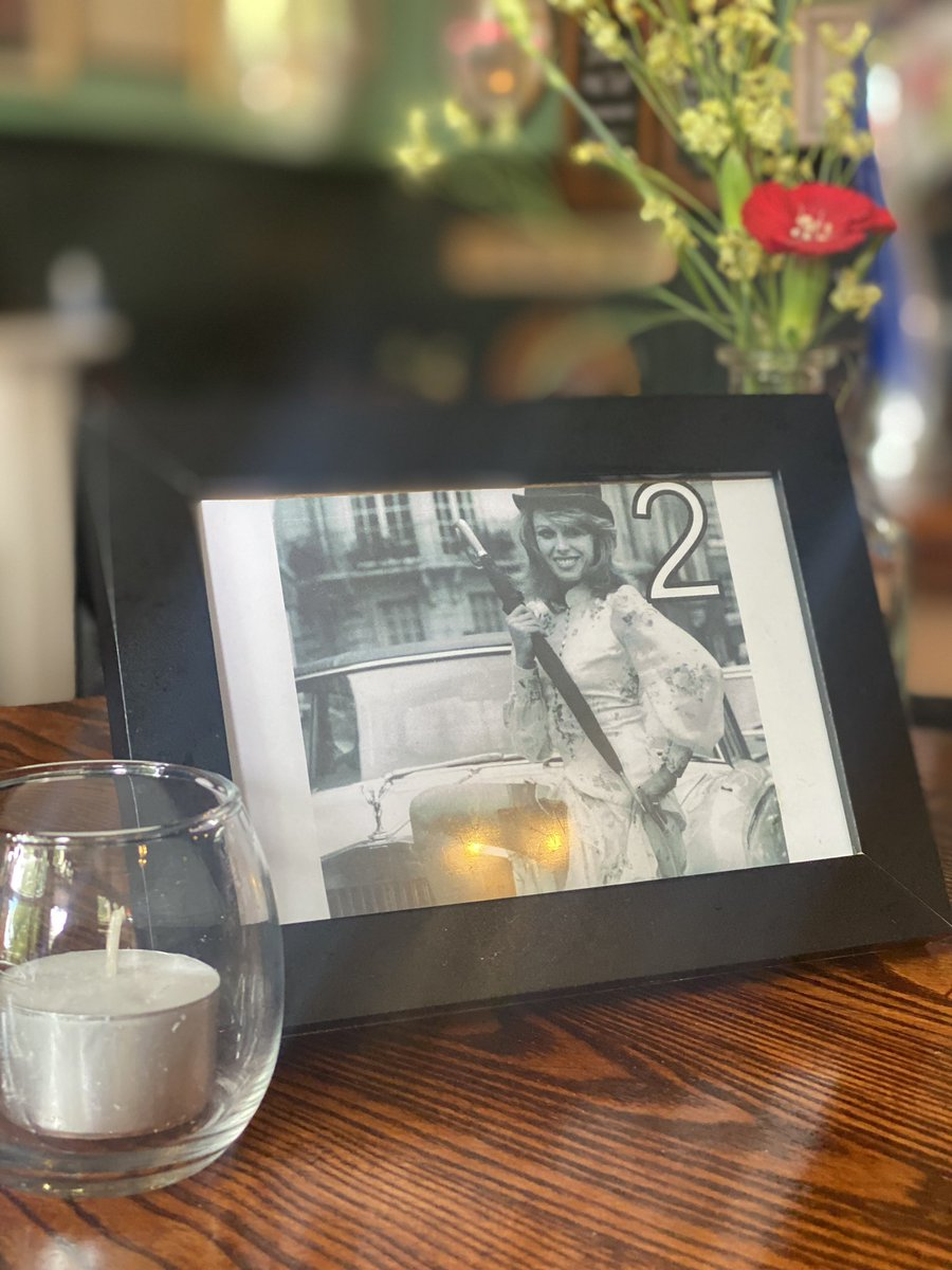 It's #friday so let the games begin...   Get a drink I'm us if you can guess the actress on table number 2 😉   #FridayFeeling #freedrink #fridaydrinks @PubatKingsHead #drinks #northlondon #islington https://t.co/iZsVQaBYA2