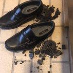 久しぶりに履く靴には要注意?ゴムが劣化している事に気付かず履いた瞬間に・・・!