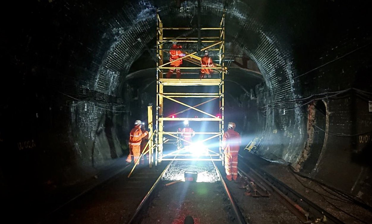 Eds A7XXgAE8h e?format=jpg&name=large - King's Cross tunnels & canal aqueduct #2