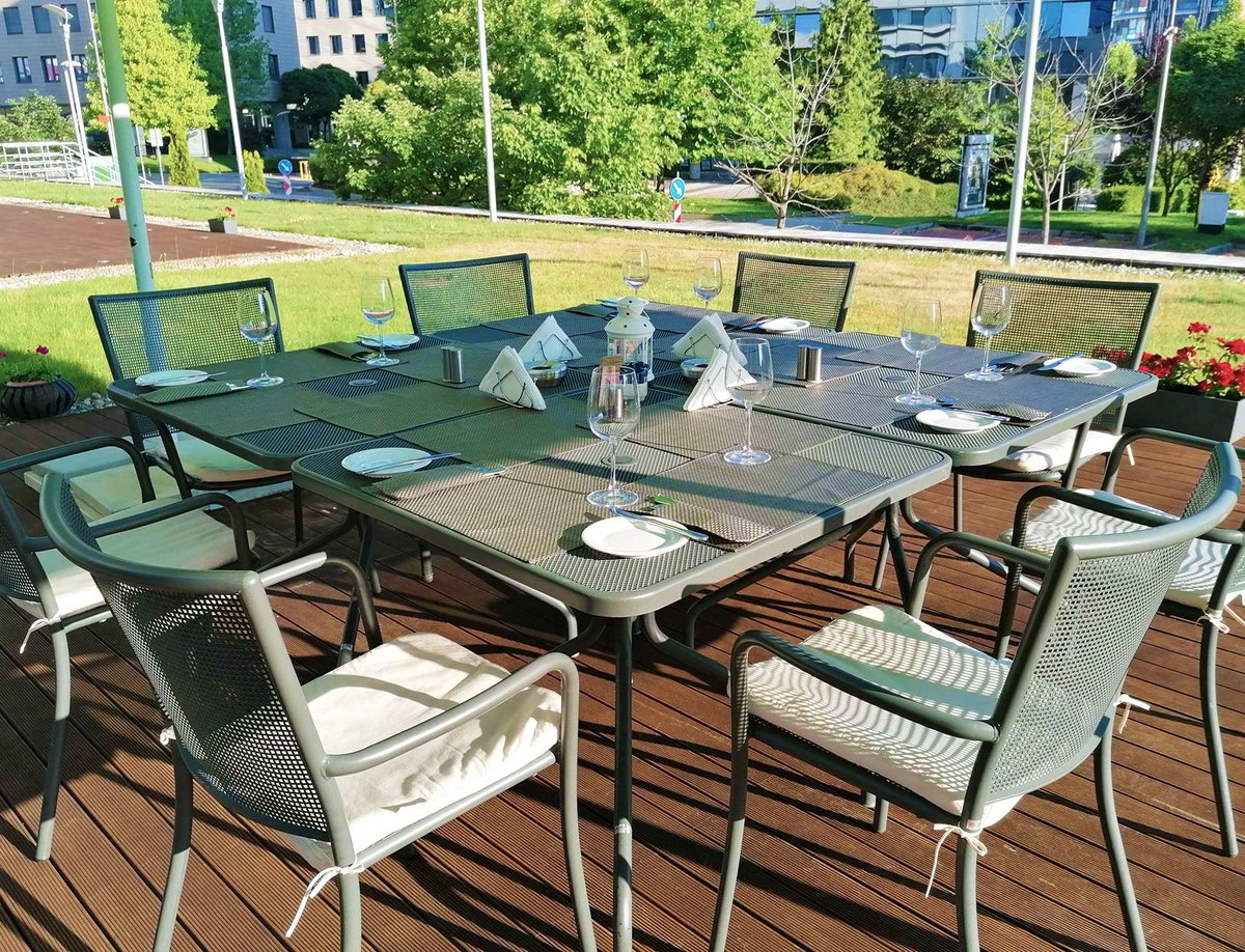 Why not enjoy some fresh air and hold your next event at our beautiful Brasserie Terrace? Whether it's a cocktail, business breakfast or team meeting we are prepared to provide you with all you may need. Just sit back, relax and enjoy the summer months with up to 20% off! https://t.co/tlTlDwYyzH