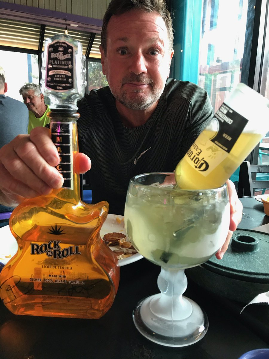 RocknRoll tequila for National tequila day😀 https://t.co/1OznM2ssDF