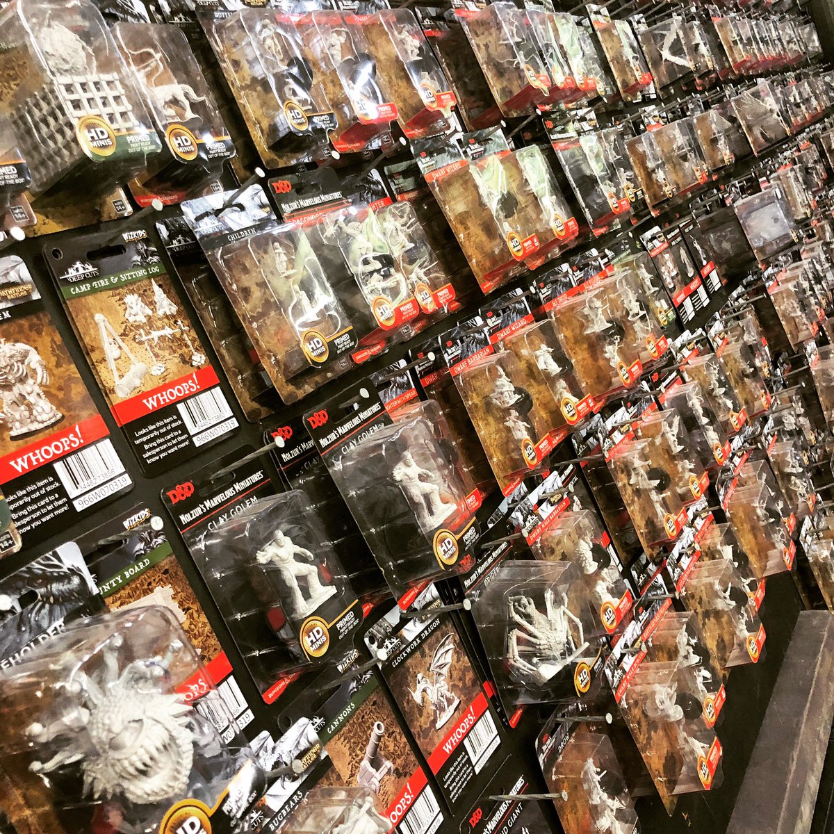 #Minis as far as the eye can see!  . #gamesworkshop #citadelminiatures #wahammer #warhammerfantasy #warhammerageofsigmar #warhammer40000 #warhammer40k #horusheresy #middlehammer #oldhammer #themonstermerchants #forgeworld #wargaming #roleplaying #guelph #dnd #dungeonsanddragons https://t.co/IJhCCfuAlb