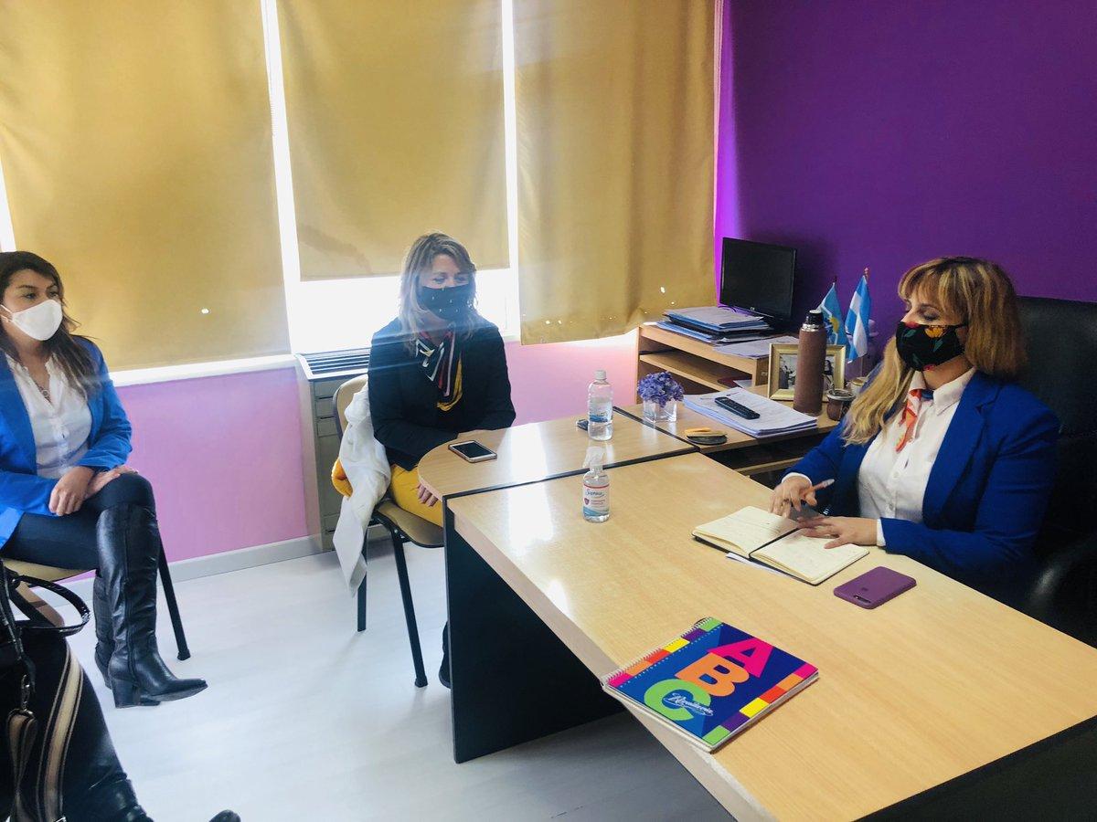 #Hoy tuvimos una reunión de trabajo desde el bloque #ChubutalFrente con las concejalas @vir_c31 y @OlgaGod48001689 junto a  @Prisciltw y  @monimontesrobe1 Realizamos una revisión de la normativa sobre violencia de genero y  análisis de la mesa trabajo de la #LeyMicaela. #Trelew https://t.co/HMdDTyJXrR