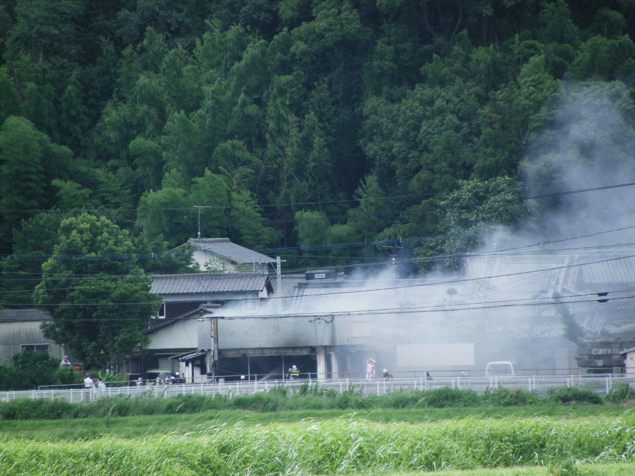 画像,昨日の糸島市二丈松末の火災国道202号線沿いの「ふくろう」という焼鳥店だったそうで、今朝の新聞にも載っていた。 https://t.co/rsyxTQzLe0…