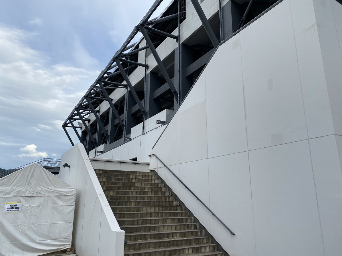 アウェイデビューした(うそ) ここから入るのはまあないからせっかくと思って! #ギラヴァンツ  #北九州 #ミクスタ #ミクニワールドスタジアム https://t.co/y5zmcpPHsP