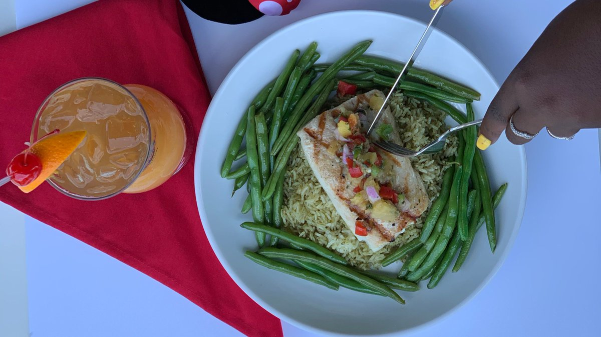 Get a taste of Florida by trying our delicious grilled mahi mahi! This tropical dish is topped with fruit salsa and served with cilantro rice & green bean blend  🤩 https://t.co/sYTrGVsbEj