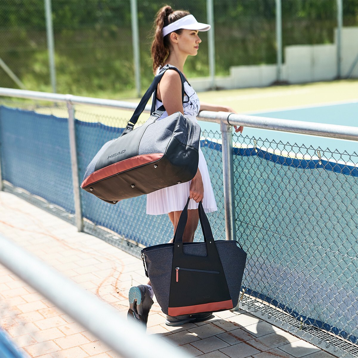 Be stylish on and off the court with the new Women's Court Bag and Tote Bag. Which one would you choose? 👜 #TeamHEAD https://t.co/DMUiClwzhL