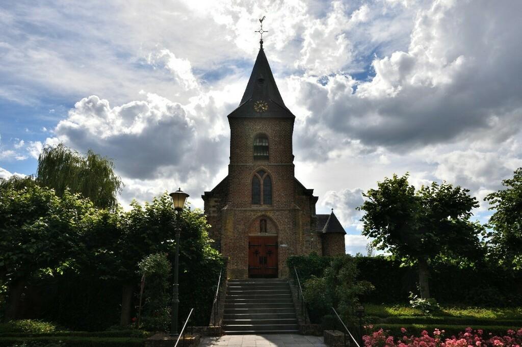 Sint-Dionysiuskerk of Rozenkerk #asselt #swalmen #roermond #limburg #nederland #netherlands #europe #photo #photography #picture #nikon #nikonfoto #nikonphotography #nikonphoto #nikonphoto_ #zoomnl #iamnikon #nikonfotografie #nikonnl #nikkor #flickrfeatu… https://instagr.am/p/CDEZDAvHhpI/pic.twitter.com/qX7aHq92Tc