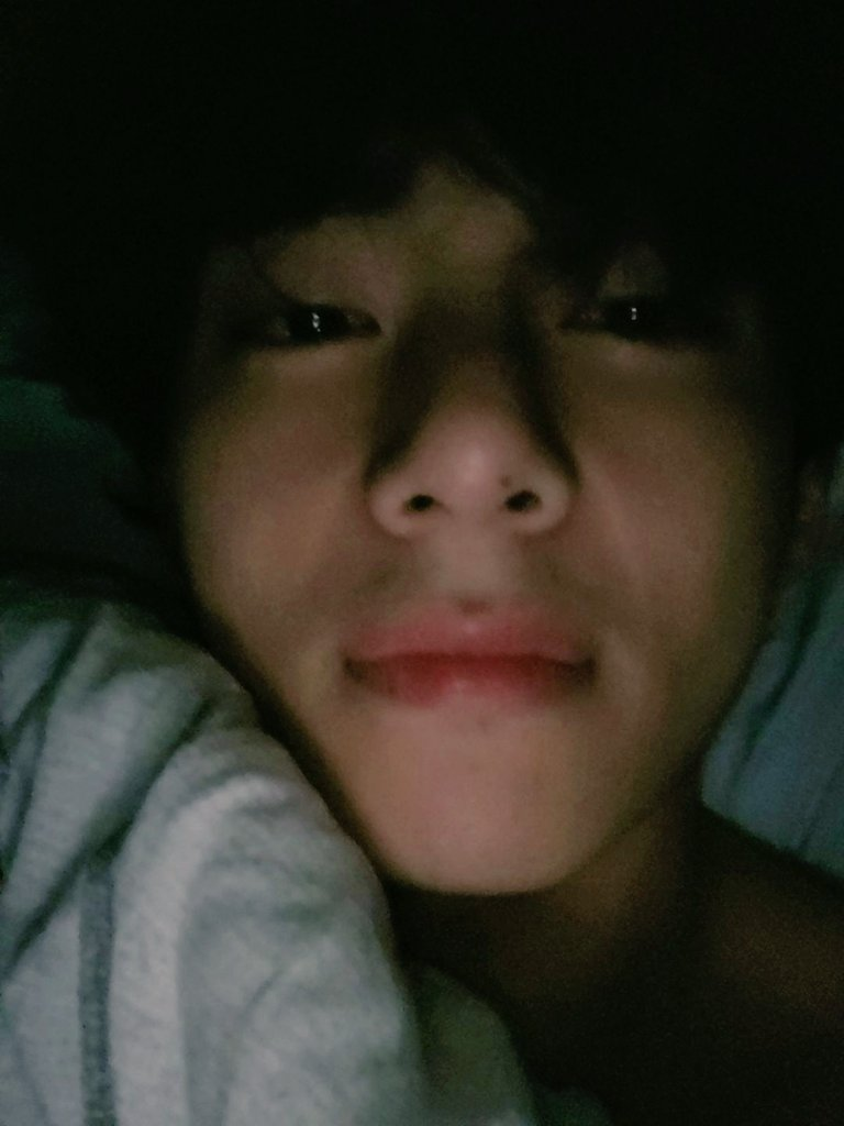 Kim Taehyung tô sem palavras pra essa afronta viu!! Tu quer matar o fandom inteiro meu filho?  #TaehyungYouArePerfect #TaehyungGoodBoy #Taehyung #V #BTS @BTS_twt https://t.co/6xdilQhRxe