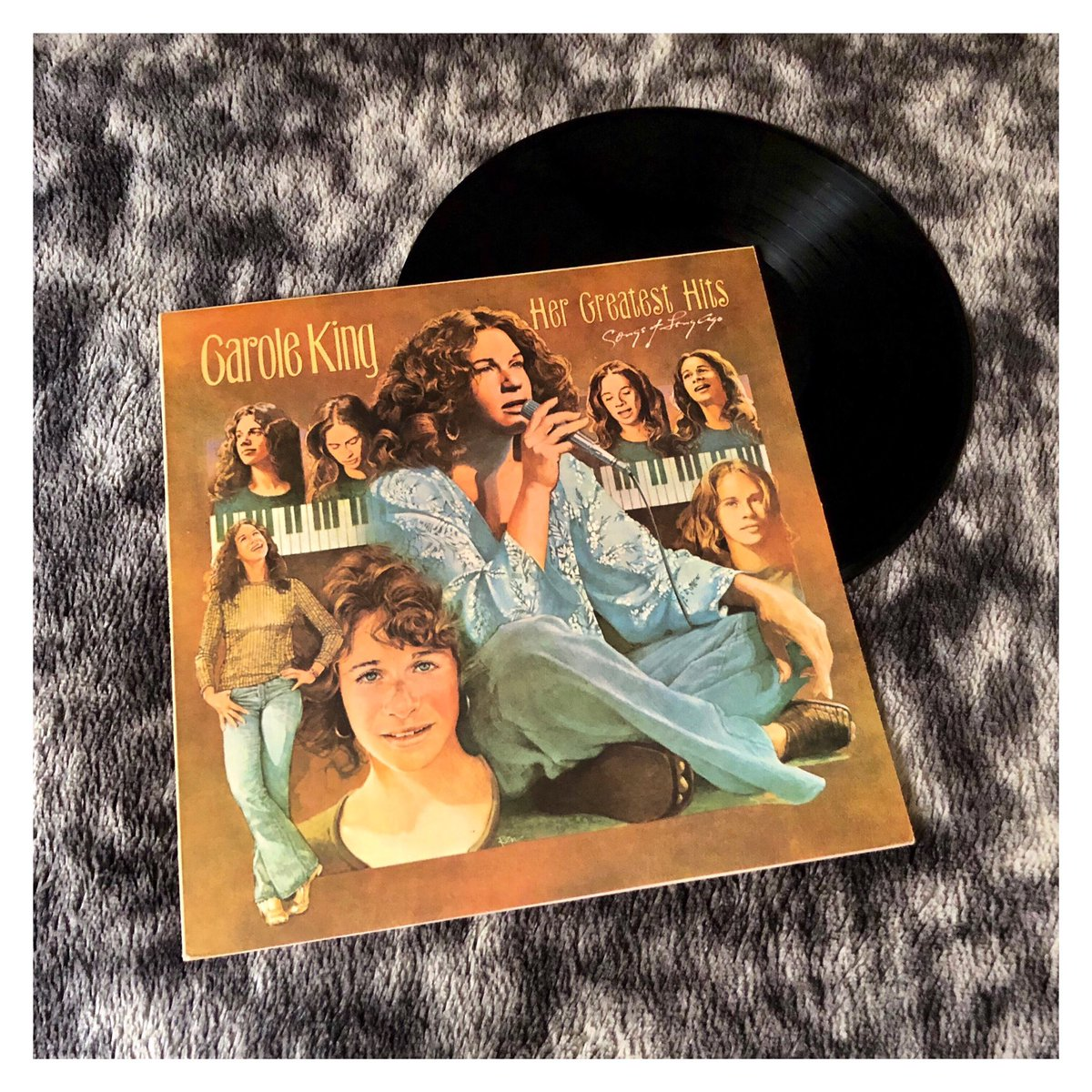 Carole King - Her Greatest Hits: Songs Of Long Ago - 1978  #caroleking #songsoflongago #songsoflongagovinyl #hergreatesthits #hergreatesthitsvinyl #vinyl #vinylcollection #myvinylcollection #vinylcollectors #ilovevinyl #music #ilovemusic #carolekingvinyl #carolekingmusicpic.twitter.com/WFIxek47D1