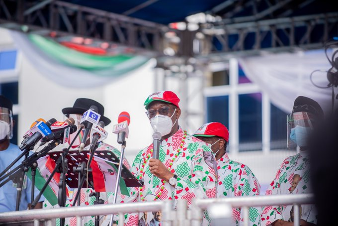 https://bluebloodz.com/index.php/2020/07/26/photos-:-governor-godwin-obaseki-flags-off-re-election-campaign/(opens in a new tab)
