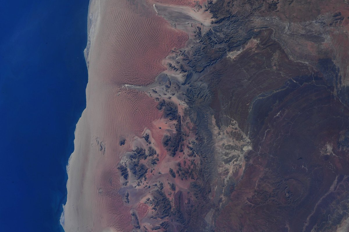 Incredible colors as Namibia meets the Atlantic. https://t.co/qWYZEBeCNI