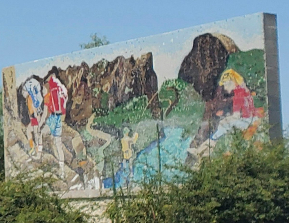We need things like #LatinoConservationWeek and #BlackBirderWeek because stuff like this is still up in #Fresno 👇  #LCW2020 #DiversifyOutdoors https://t.co/ztn6DQAQLO