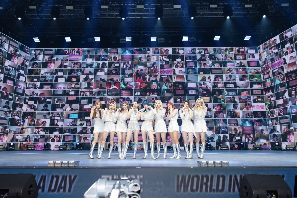 TWICE ONLINE CONCERT Beyond LIVE - TWICE : World in A Day  우리 원스, 첫 온라인 콘서트 함께해줘서 고마워요💕 Our ONCE, thank you for being with us at our first online concert💕  #TWICE #트와이스 #TWICE_Beyond_LIVE #WorldinADay https://t.co/VIJLkJvJMY