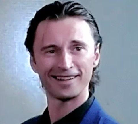 Hello  #dearies , and a #golden sunday morning to all of you xx pic.twitter.com/fznuF7Joy9