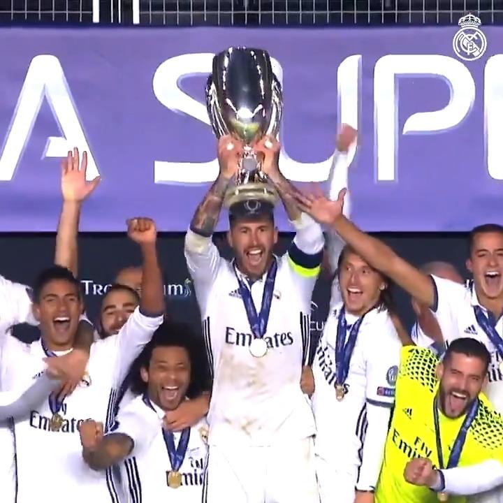 🏆 ¡Rememora los 3⃣ GOLES que nos convirtieron en campeones de la Supercopa de Europa en 2016! 👉 @realmadrid 3-2 @SevillaFC ⚽ @marcoasensio10  21' ⚽ @SergioRamos 93' ⚽ @DaniCarvajal92 119' #RMHistory | #RealFootball https://t.co/cjLVMvH6fV