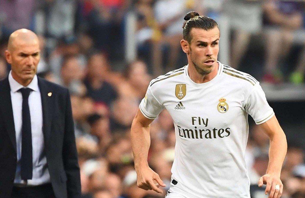 Gareth Bale will stick to his guns and stay at Real Madrid in a £60M stand-off as payback for failing to let him leave last summer . . غاريث بيل لديه 22 شهر متبقي من عقده مع ريال مدريد ومن المتوقع ان يحصل على 60 مليون باوند خلال هذه الفترة pic.twitter.com/5f2xxH1CHM