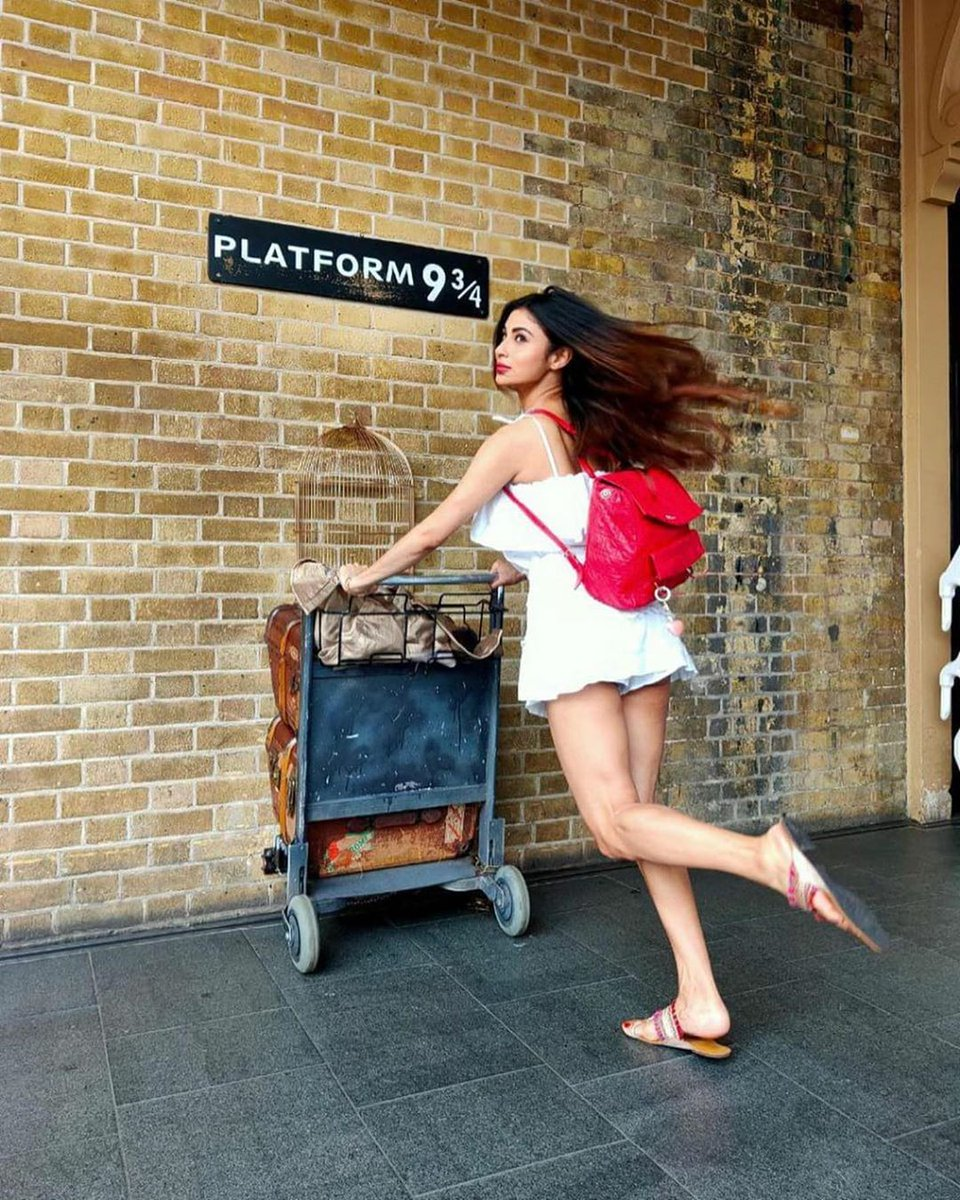 Check out #actor #MouniRoy living every #HarryPotter fan's dream in this #throwback picture.pic.twitter.com/hHYaVYivGl
