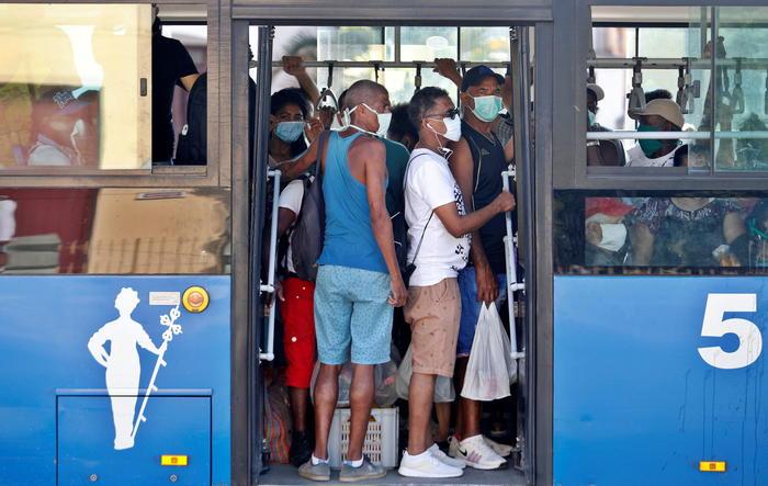 Covid: nessun limite su bus e treni, ma obbligo mascherina https://t.co/TteZz7dVUi https://t.co/0yNLzQyK9t