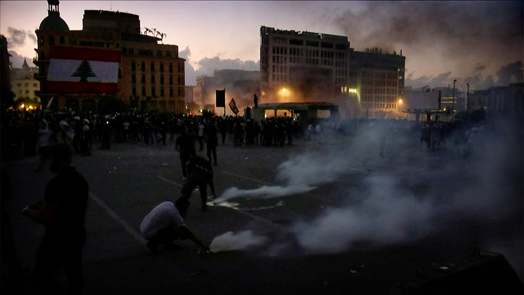 ► VIDEO: Violent clashes erupt in Beirut at anti-government protest irishtimes.com/news/violent-c…