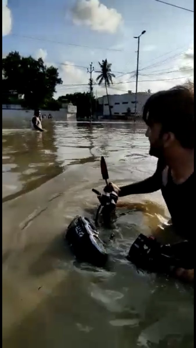 Scenes from Karachi. May the Almighty have mercy on all of us #StaySafe #KarachiRain 😞 https://t.co/l5NVqFX3Cg