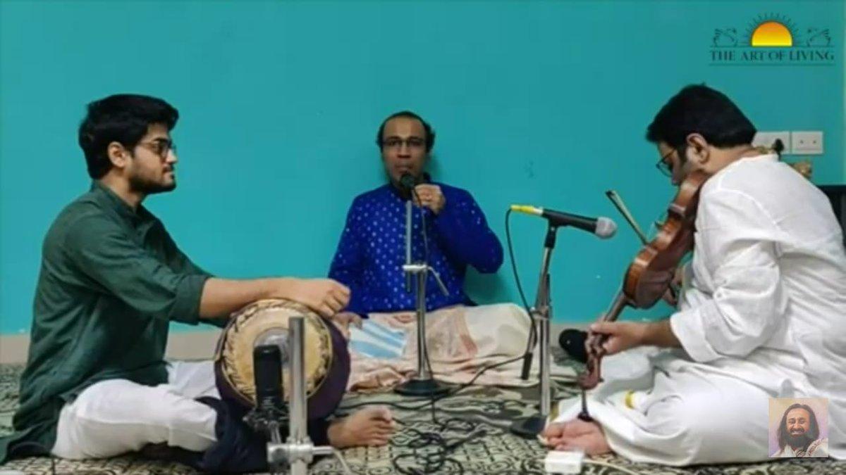 """வாழும்கலை அன்பர் கர்நாடக சங்கீத பாடகர் அரவிந்த் மற்றும் குழு """"கலியுக வரதன்"""" என தொடங்கும் பாடலை #வேலுண்டுவினையில்லை தமிழ் பக்தி சங்கமத்தில் பாடினர்  #VelunduVinayillai Tamil Bhakthi Sangamam had @ArtofLiving volunteer & carnatic singer @aravindsounder rendering """"Kaliyuga Varadhan"""" https://t.co/NTSpC7tEog"""
