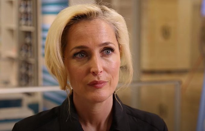 Happy birthday to the queen that is gillian anderson