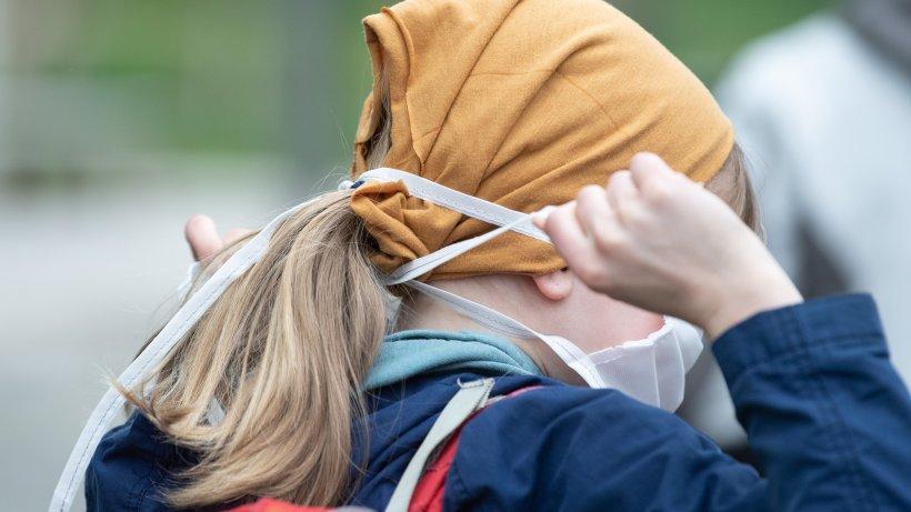 Corona in Berlin: Schüler ohne Maske in Bus und Bahn müssen zahlen - diese Strafe droht https://t.co/NETpqr0KQY https://t.co/U9uylQZ2fo