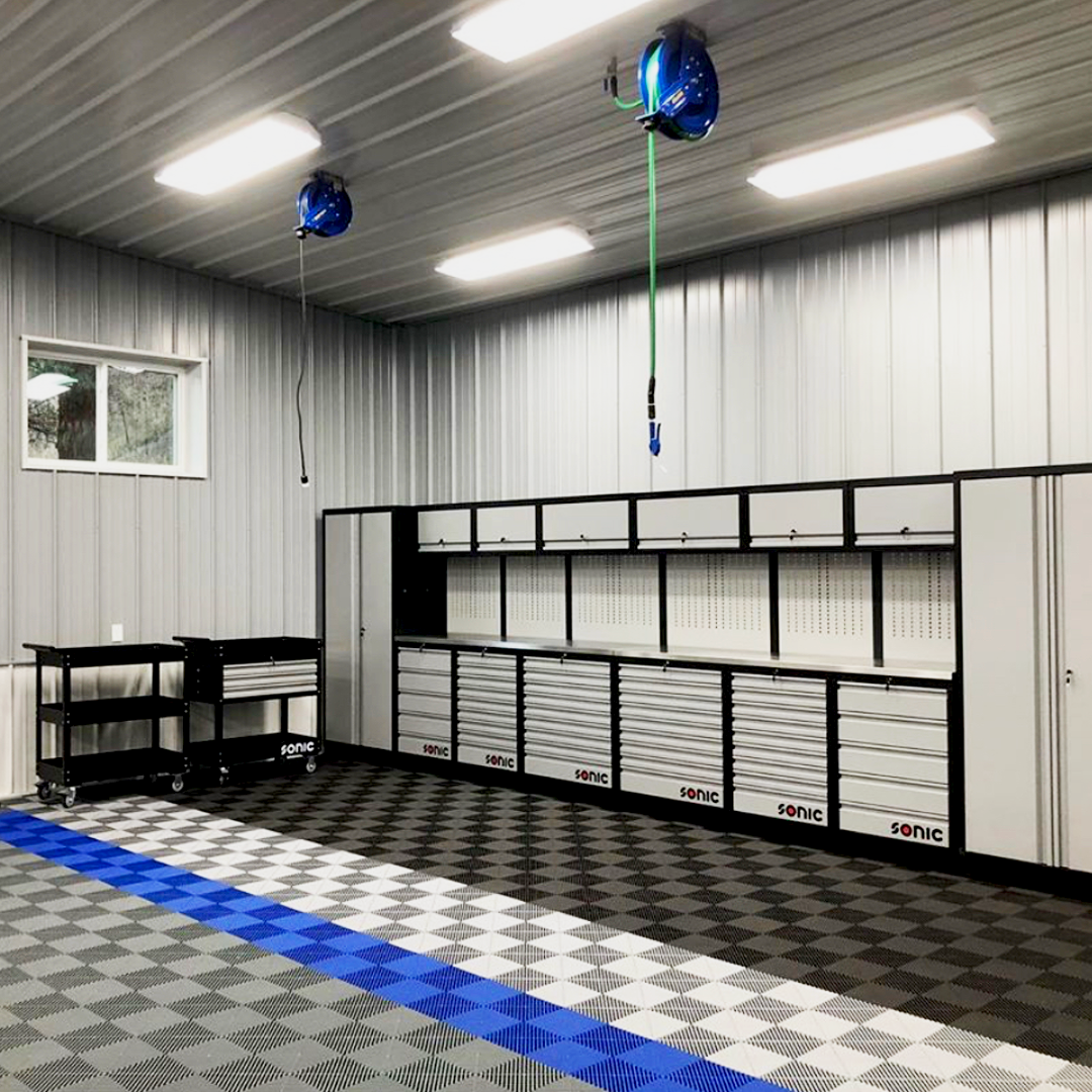 The cleanest garage on the block. We are pretty sure this owner's neighbors have some 'Garage Envy' going on here. 📸: nbj81 on instagram . . . #Swisstrax #ModularFloor #GarageGoals #GarageEnvy #Ribtrax  #JetBlack #PearlSilver #RoyalBlue #SlateGrey https://t.co/TF0WjwWJxm