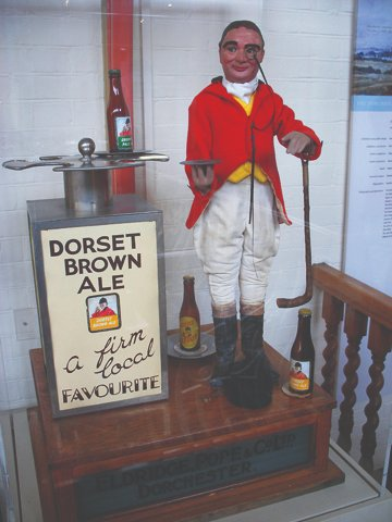 #InternationalBeerDay #beer #brewing #nostalgia  A sales/promo aid for Dorset Brown Ale ('A firm local favourite'), Eldridge Pope Brewery, Dorchester; on display in @DorsetMuseum   @PeteBrownBeerpic.twitter.com/WWEXcy5Ur3