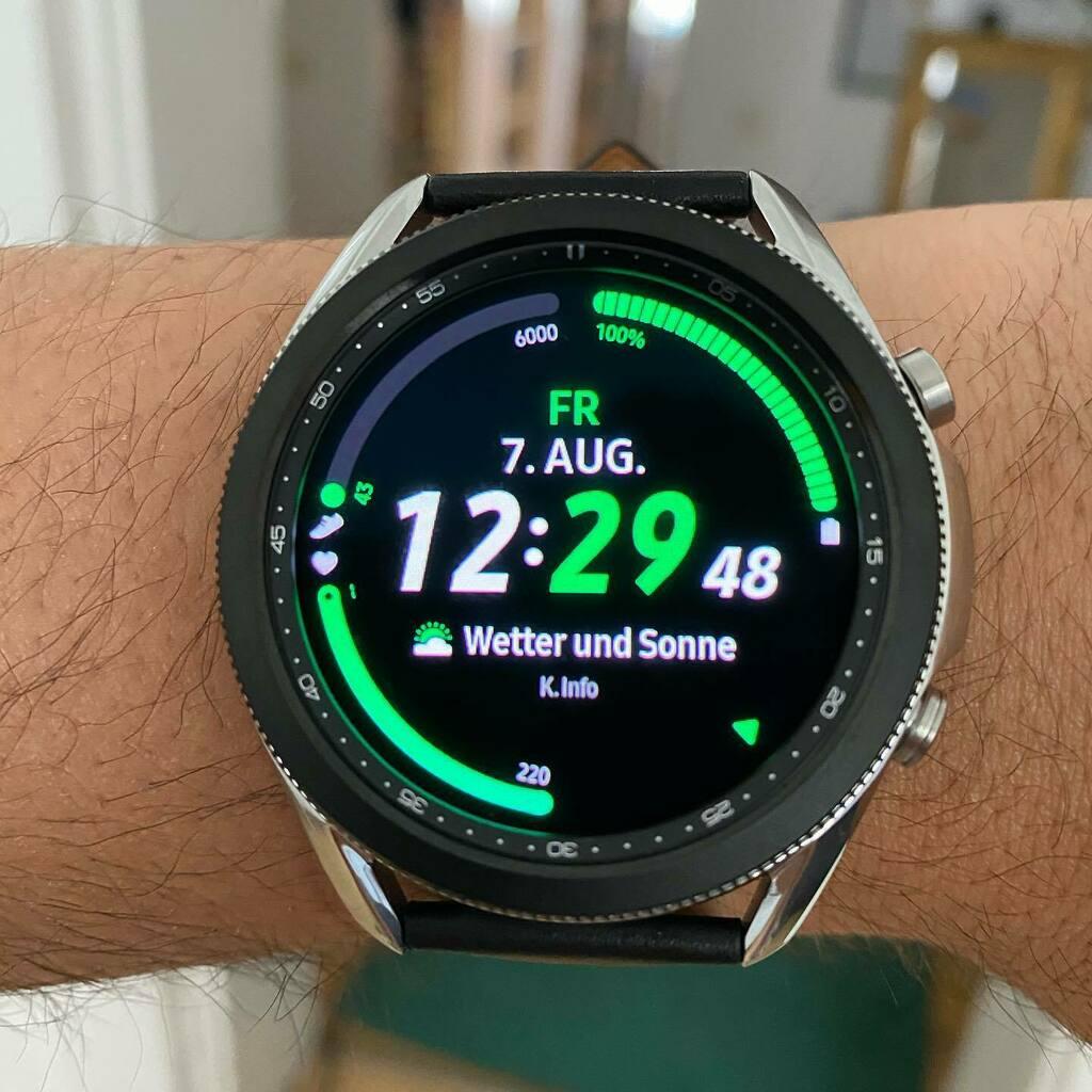 Hallo Samsung Galaxy Watch 3.   Hat sich echt nur marginal verändert seit der ersten Galaxy Watch und ja EKG gibt es auch weiterhin nicht#samsung #samsunggalaxywatch #smartwatch #watch #watchface #technology #dailywatch #gadgets #watches #watche… https://instagr.am/p/CDld1Z3KOa3/pic.twitter.com/uawYpTQrrJ