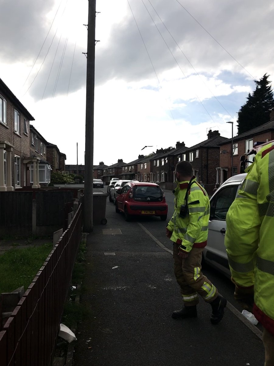 Thanks to the help of @MerseyFire for getting this swift which was stuck by rope hanging from drain in Liverpool -13 @RSPCA_official #merseysidefireandrescue #liverpool