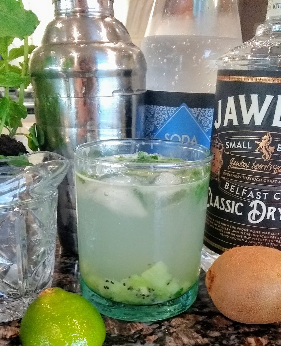 #FridayFeeling UK record breaking #heatwave . Enjoy some refreshing cocktails in your empty glass tumblers. Such a tasty way to #upcyle. #kiwi & #mint #tomcollins  @JawboxGin recipe  https://bellamumma.com/happy-hour-6-fave-kiwi-cocktails/?fbclid=IwAR1KiwmzTMvEuZ3cbiBNmt4CVtEKdaBSraMm4a_abEyOfQomw_ZPNMu1uY4 …  #Gin #SmallBatch #RecycledGlass #NoWaste #KeepCool #StaySafe #refreshingpic.twitter.com/CSFd5a67vs