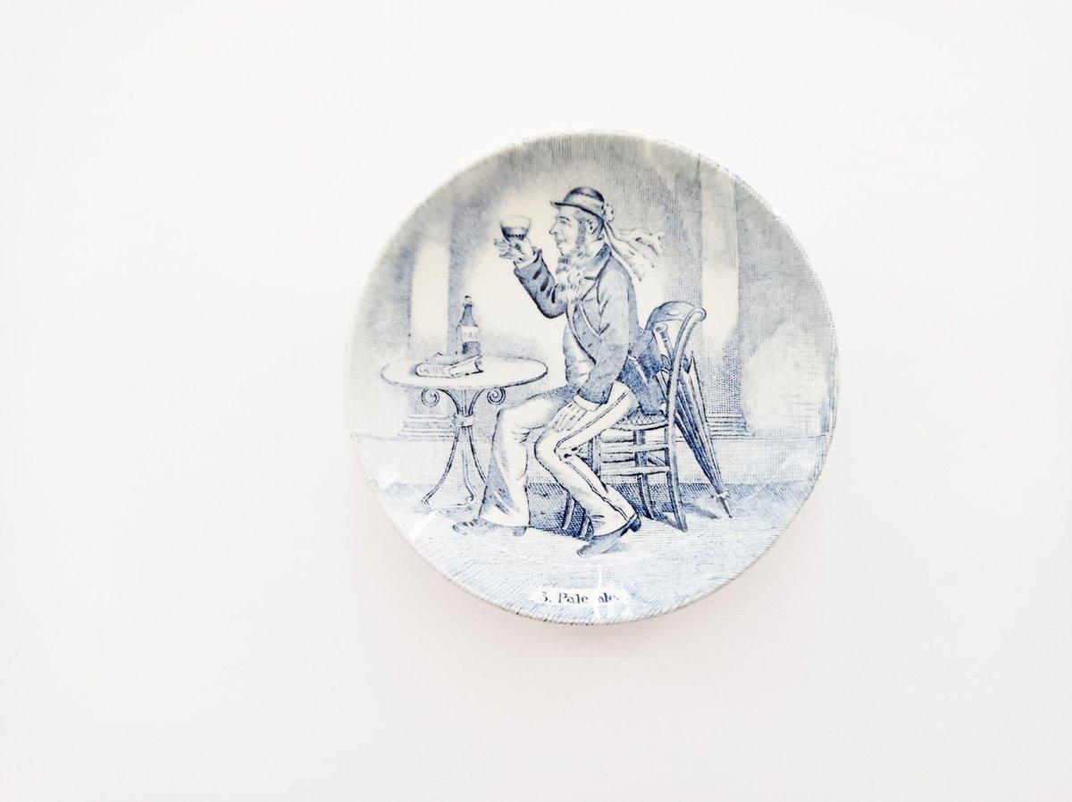 J O U R N É E  M O N D I A L E  D E  L A  B I È R E ⚫⚫⚫  Cette petite assiette de 11 cm de diamètre a été produite par Boch pour la manufacture Royal Sphinx de Maastricht aux Pays-Bas, dans les années 70. https://t.co/s7uypl05Cq