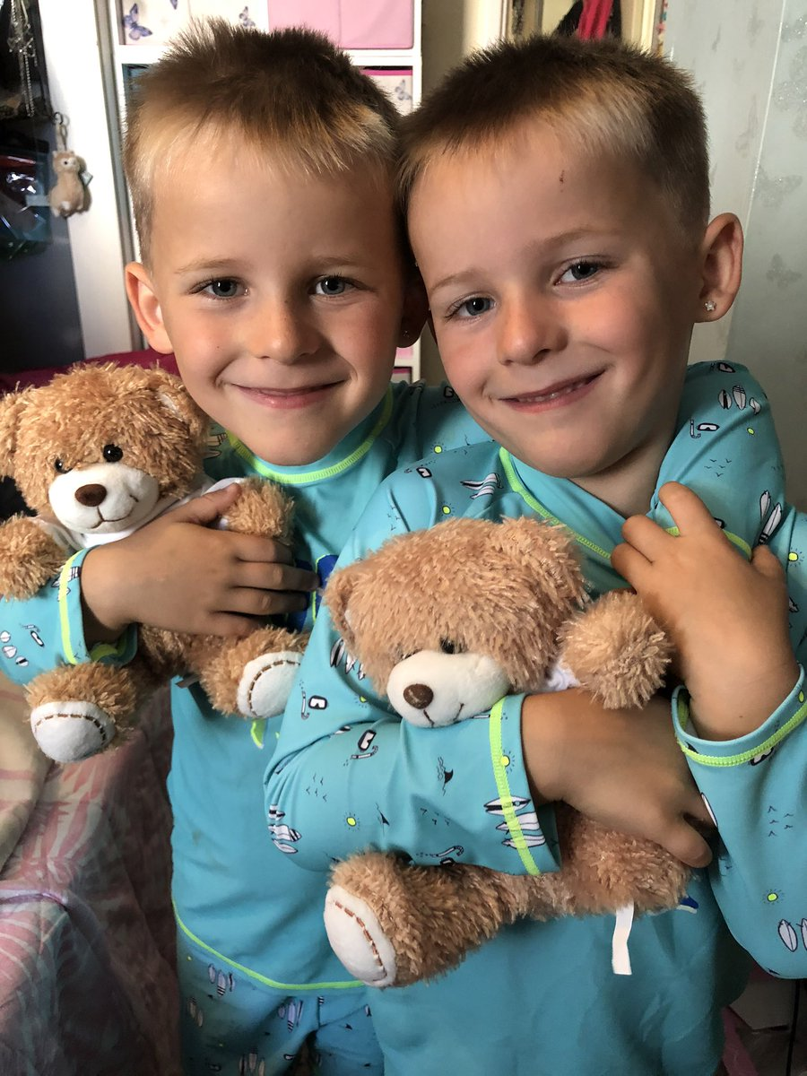 My handsome little duo!! Defo double trouble but also twice the love and hugs!! #twinlife #identicaltwins #twinningpic.twitter.com/oAjCra7rXb