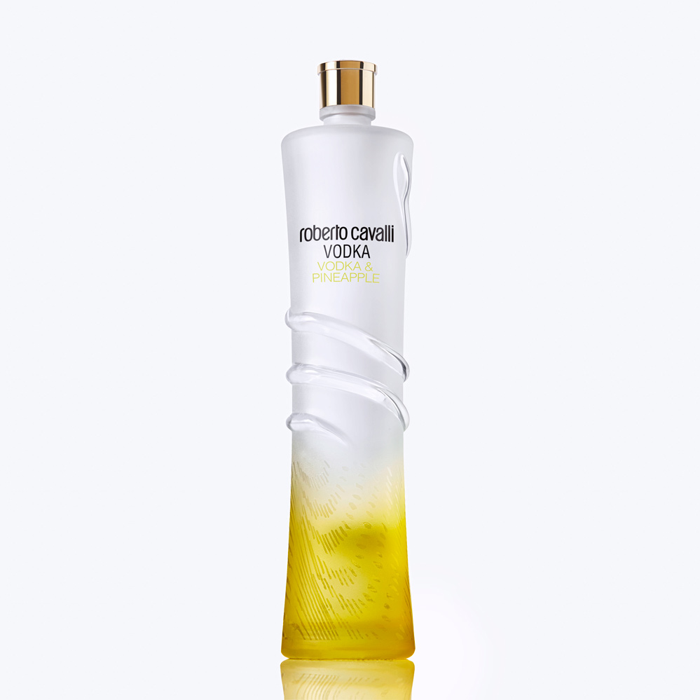Roberto Cavalli Vodka Pineapple. Vodka joins with the sweet and fragrant notes of pineapple to create an exciting taste of freshness.  #robertocavallivodka #rcavallivodka #robertocavalli #vodka #premiumvodka #italianvodka #luxury #fashion #glamour #party #style #pineapplevodka https://t.co/1XsZNnyi6q