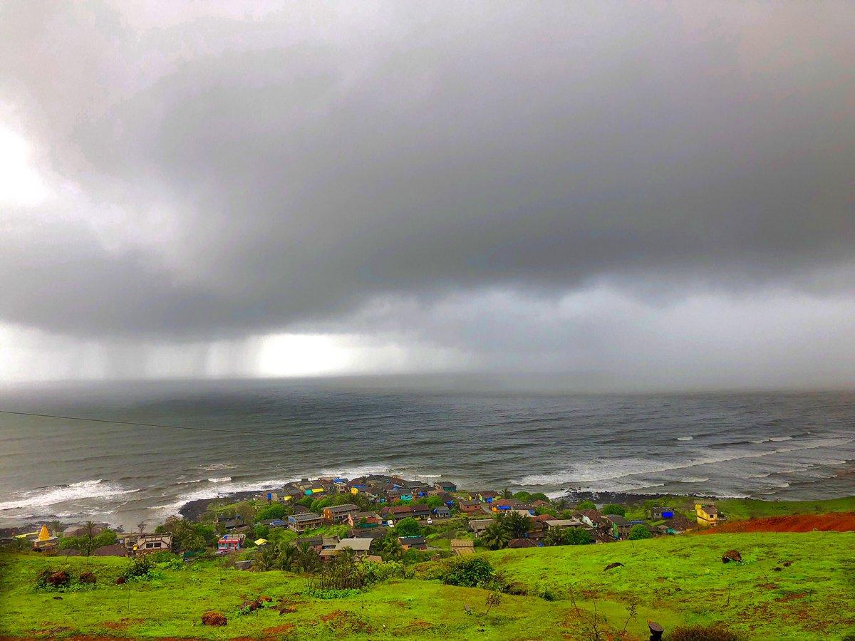 Bursting clouds in the sea...   #nature #NaturePhotography #naturelover #ShotoniPhone #म #माझाक्लिकpic.twitter.com/gV7noTxo5x