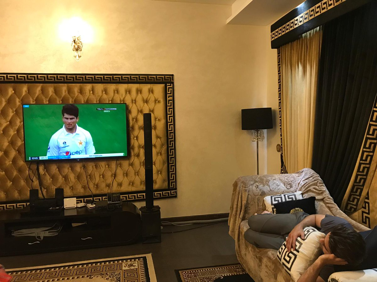 Enjoying this test match from home! Super start from all. Loving the pace and aggression by the fast bowlers. #SuperFans 🇵🇰 https://t.co/aFJSEMDr1s