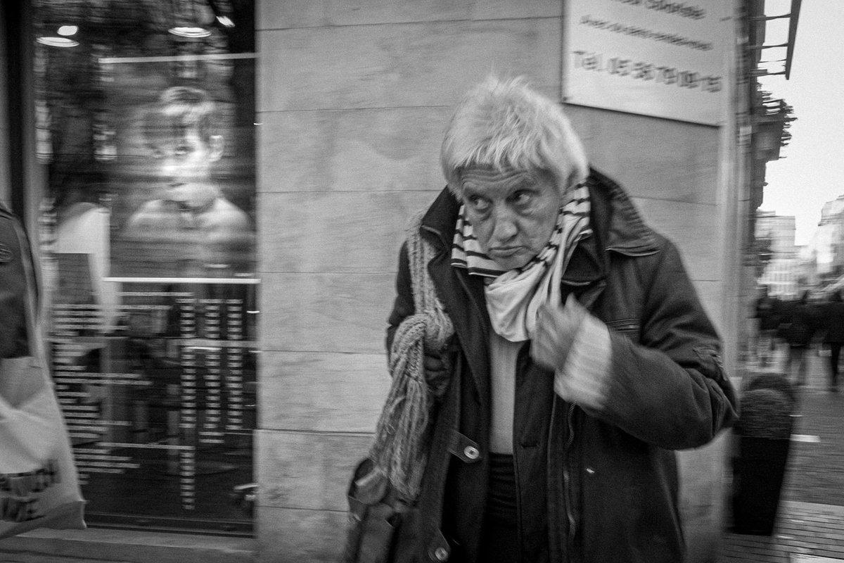 Toujours avec ma lampe frontale, je m'enfonce dans les méandres des collections de #Lightroom pour exhumer ce que je n'ai jamais publié. #streetphotography #photo #fujifilm_xseries pic.twitter.com/OpJorQlb7a