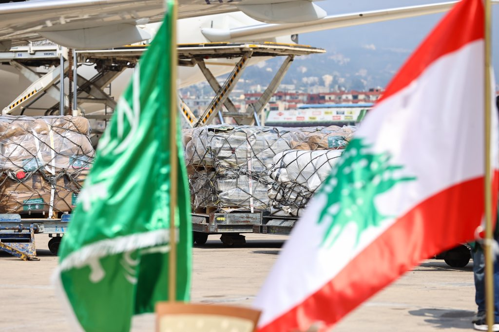 #بيروت | وصول طائرتي إغاثية سعودية إلى مطار رفيق الحريري في #بيروت تحملان أكثر من 120 طنًا من الأدوية والأجهزة والمحاليل والمستلزمات الطبية والإسعافية والخيام والحقائب الإيوائية والمواد الغذائية https://t.co/PtQqtwM4n5