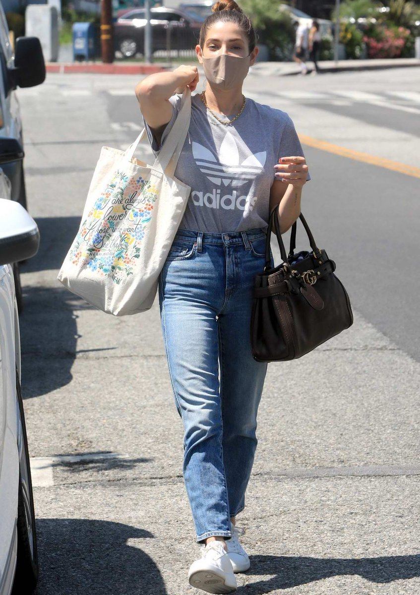 Ashley Greene in High Waisted Straight Leg Jeans - https://denimology.com/2020/08/ashley-greene-in-high-waisted-straight-leg-jeans… @ashleygreene looking great in her #straightlegjeans #trendy #musthave #slimjeans are the new #skinnyjeans #shopthelook @boyishjeans @moussyglobal @reformation @agoldepic.twitter.com/obBp5FmrF1