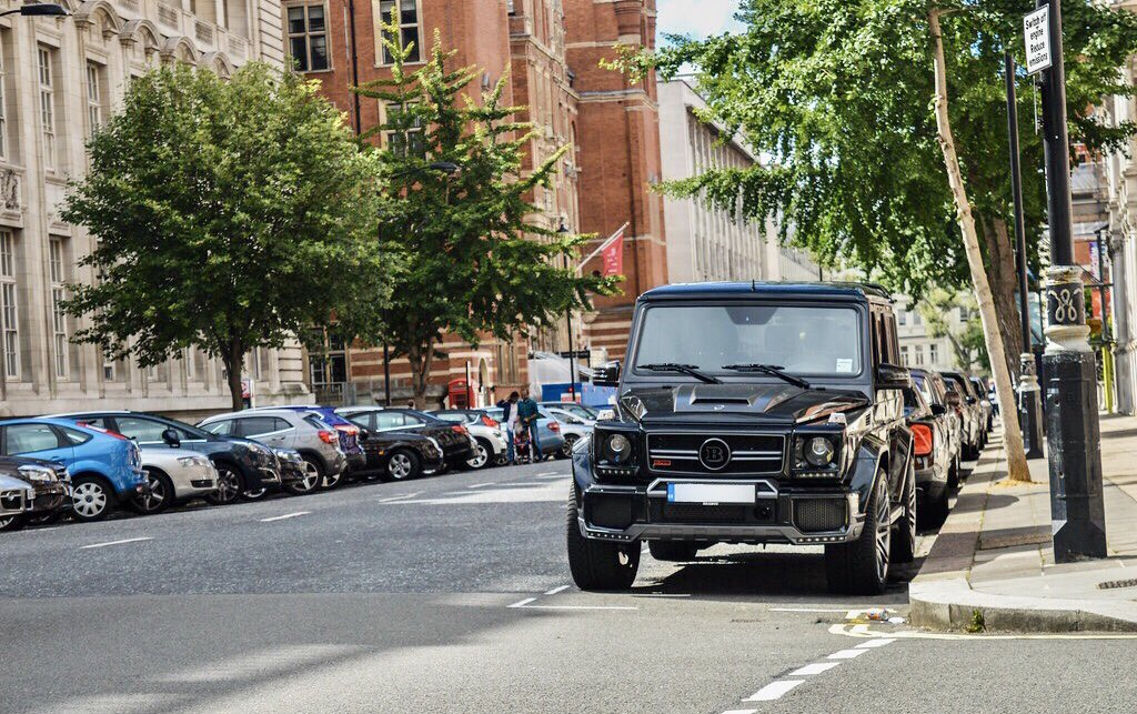 Nothing taller... Except the buildings... @mercedesamg @theofficialbrabus #Second stop of the day and still towering above the rest... London Town!! #mercedesbenz #amg #brabus #g700 #widestar #gumball3000 #gumballlife #weare22 #torontotohavana #hypercars #supercars https://t.co/rD277kkEnI