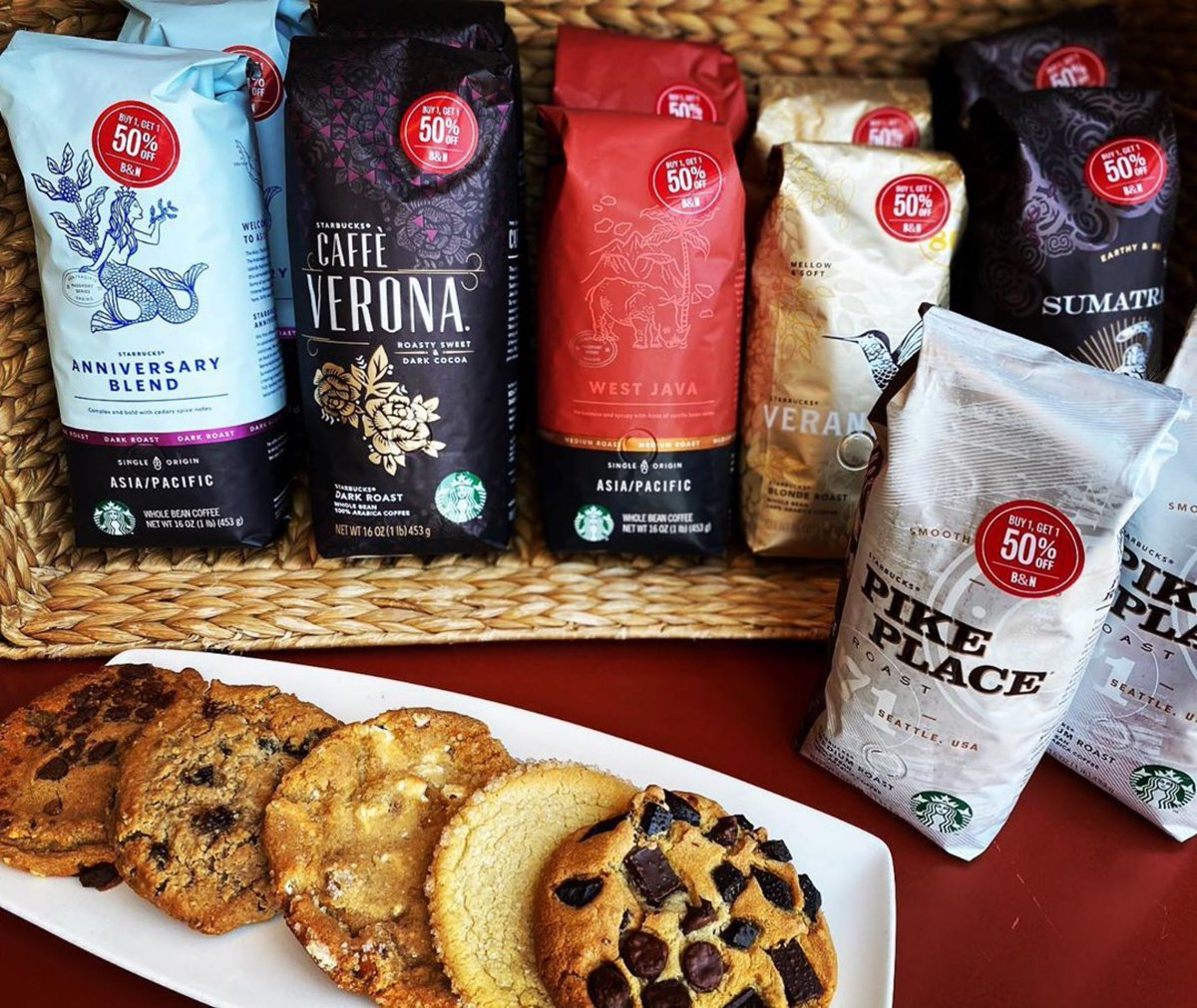 Who can resist BOGO50% ??? Stock up on your favorite @starbucks bagged #coffees AND @sweetstreetdesserts #cookies. 🍪☕️ Use our #BNCafeApp to #SkipTheLine and have your handcrafted beverages waiting for you when you get here to #LeaveMoreTimeForBooks 😉📚😉 📸: #bnnorthlittlerock https://t.co/BUE55TnzVe
