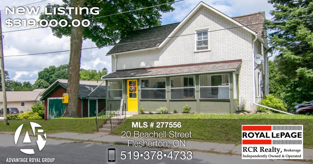 Lots of Potential! Great starter home. Large Kitchen, main floor laundry, hardwood flooring in spacious principal rooms, 3 Bedrooms, 2 bathrooms. Large fenced in backyard with lots of room for gardens and kids. This one is not going to last long.... pic.twitter.com/zXlhXtNOj0