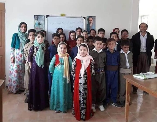 Zara Mohammadi was sentenced to 10 years in prison for teaching Kurdish. She said she endured Kafkaesque interrogations and was tortured to make false confessions #FreeZara #Iran pic.twitter.com/2IPJWO6Li0