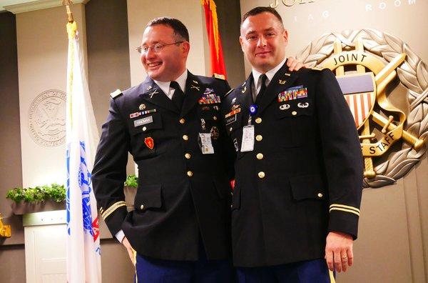 @WhiteHouse Lt.Col.Alexander Vindman 👏👏👏👏👏 https://t.co/LCdqJMA1G6